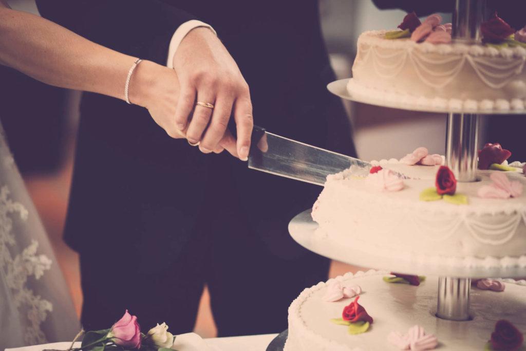 Hochzeitstorte richtig anschneiden