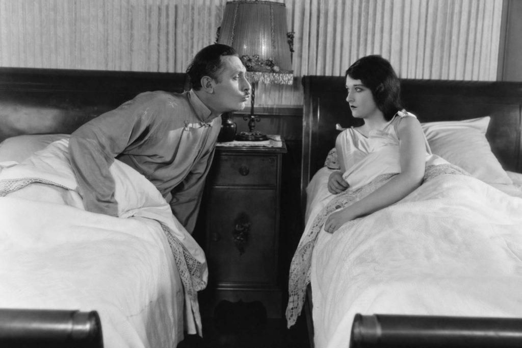 Getrennte Betten in der Nacht vor der Hochzeit