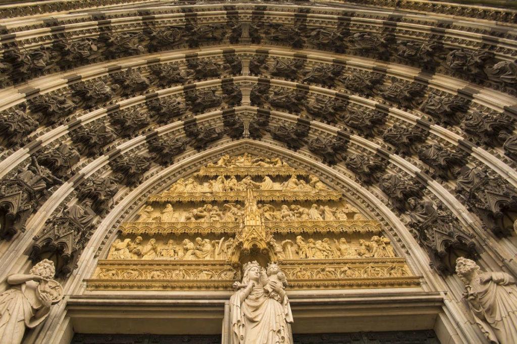 Wenn alle anderen Kirchen zu klein für Eure Hochzeit sind. Dann ab in den gotischen Kölner Dom