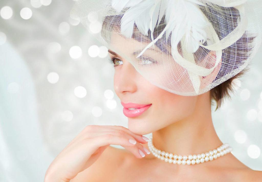 Brautfrisuren bei Kurzhaar.. Mit einem Schneider oder Hut Akzente setzen