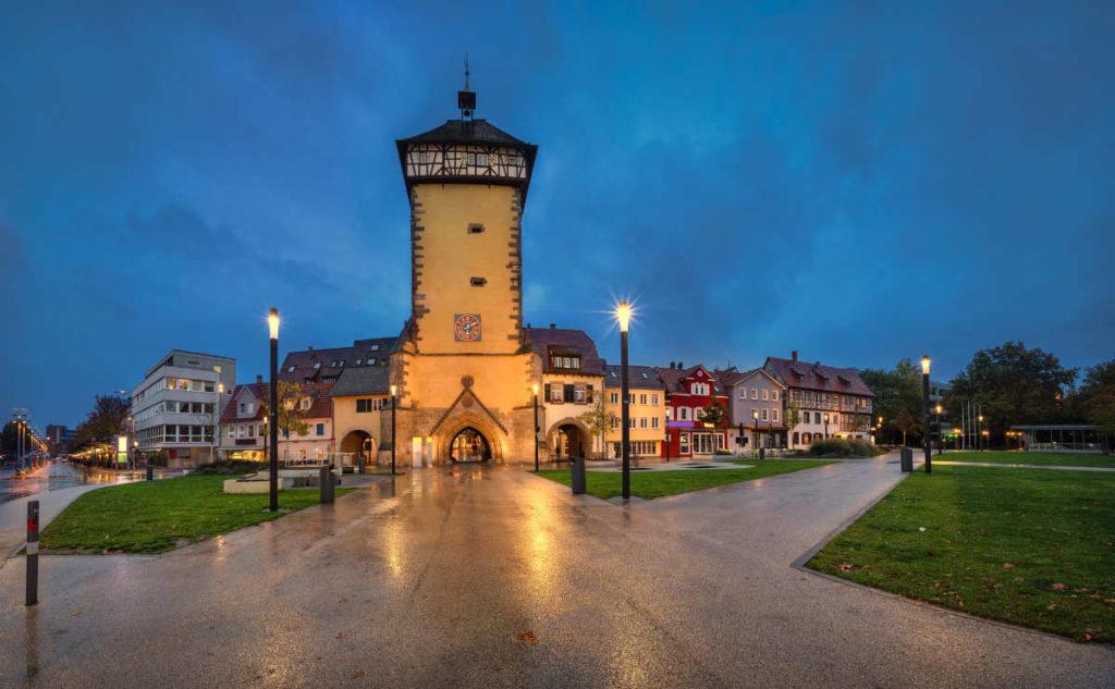 Heiraten in Reutlingen. Das Tübinger Tor in der Abenddämmerung.