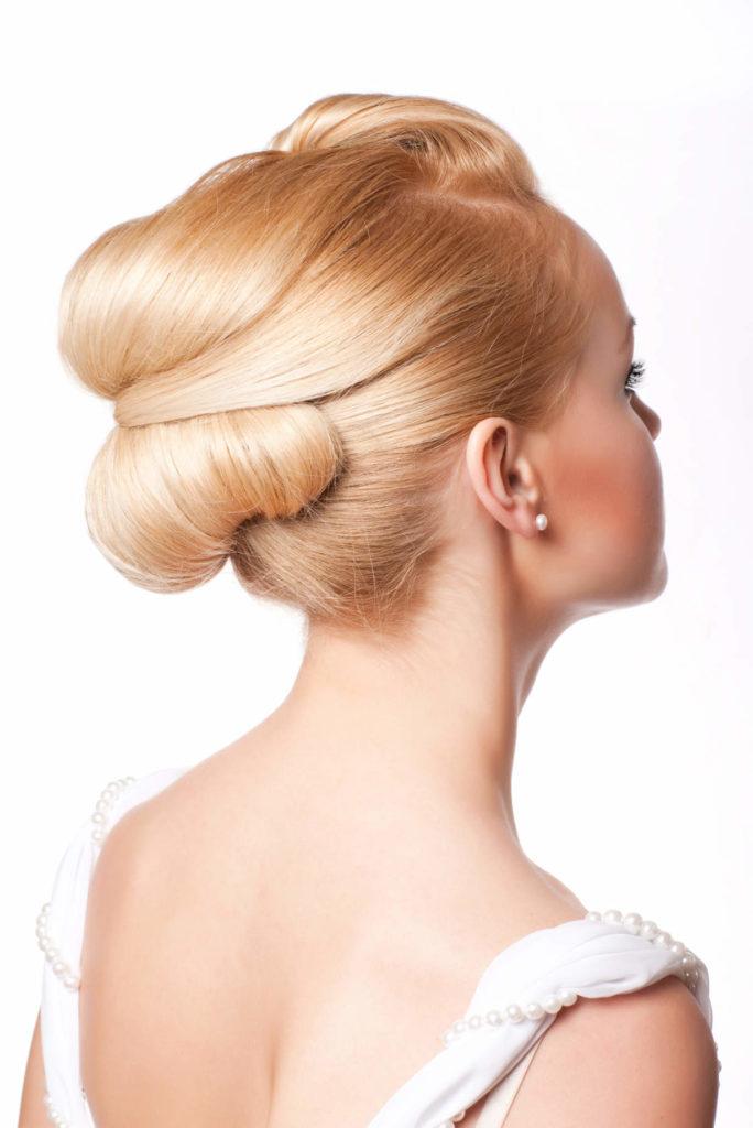 Hochsteckfrisur bei sehr langen Haaren