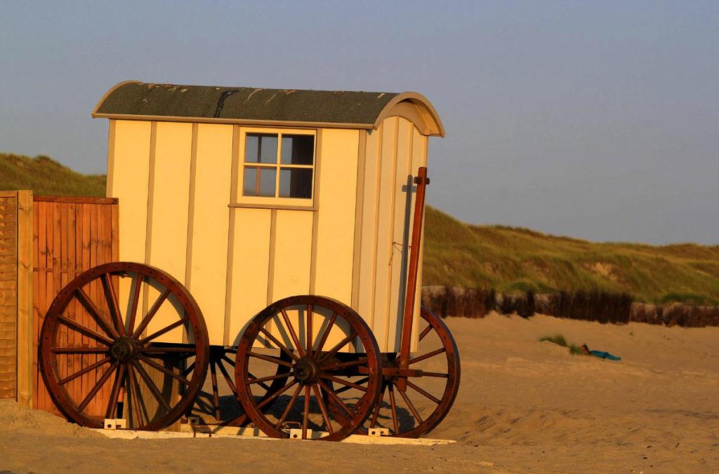 Historischer Strandkarren auf dem Strand von Norderney