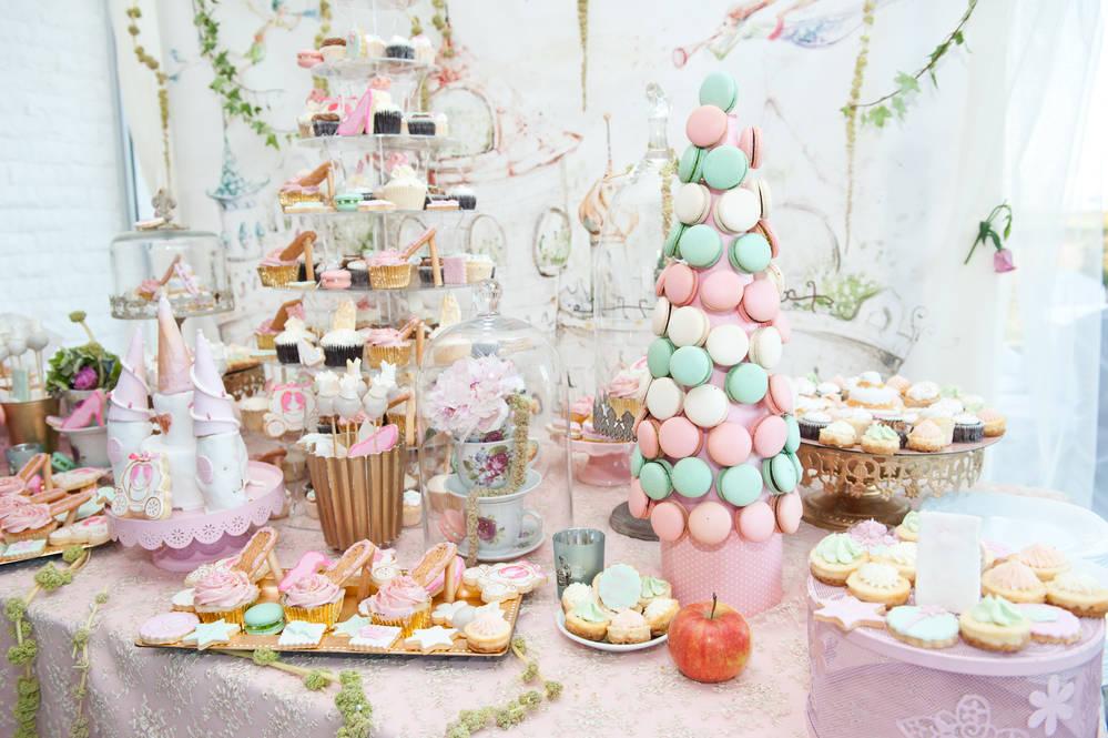 Eine Candybar in Pasteltönen gehalten. Teil der Hochzeitsdeko.