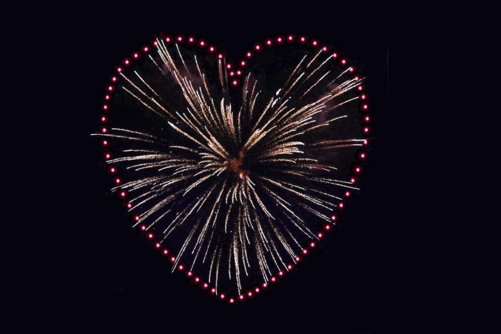 Feuerwerk in Herzform