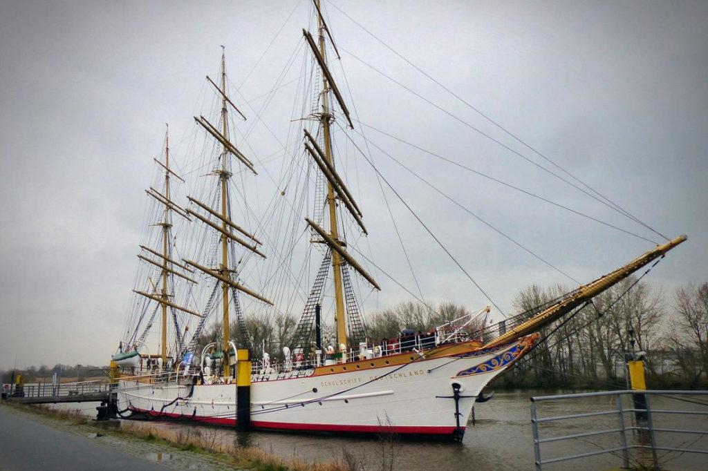 Das Schulschiff Deutschland an der Mole in Bremen. Ist ein ehemaliges Segelschulschiff der Marine. Heute ist er auch als Trauort verfügbar