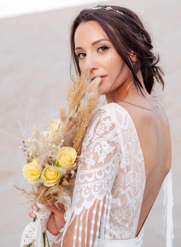 Braut mit mittellangen Haaren im Boho Styl